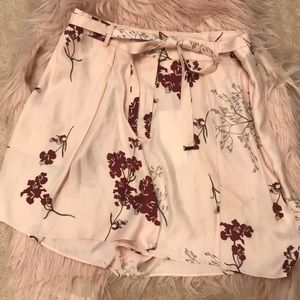 Pants - Beautiful flowy shorts runs large